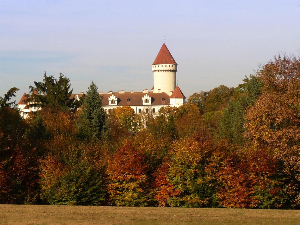 Chateau Konopi T Gardens A Land Of Films