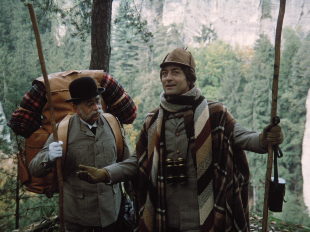 http://www.zemefilmu.cz/uploads/movies/15426-tajemstvi-hradu-v-karpatech-1200x900.jpg